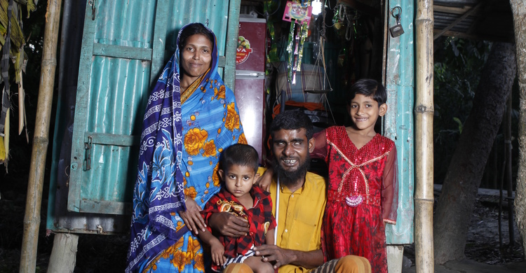 Hazrat Bilal and family, Bangladesh (pic: Sightsavers)